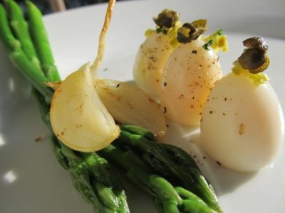 Quails egg, asparagus, garlic confit.